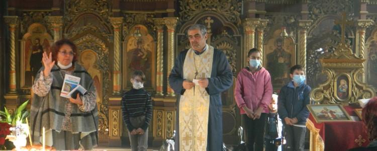 "Moș Nicolae a ajuns la Parohia Vasiova la Biserica ""Nașterea Maicii Domnului"""